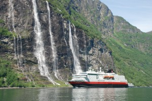 Hurtigruten Along the coast
